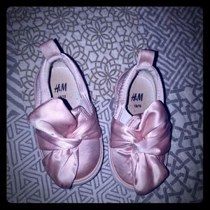 Baby girl H&M shoes. See size chart for size.